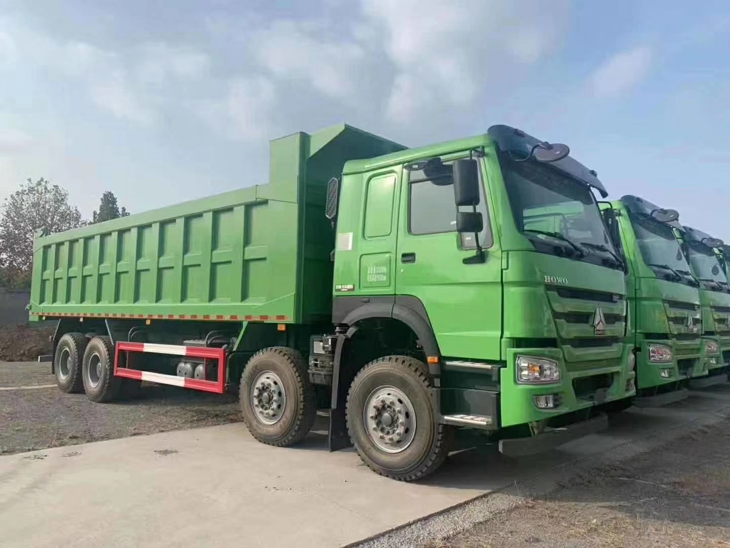 Heavy Duty Sinotruk Howo 7 12 Wheeler Dump Truck With Euro 2 Engine And ZF8118 Steering